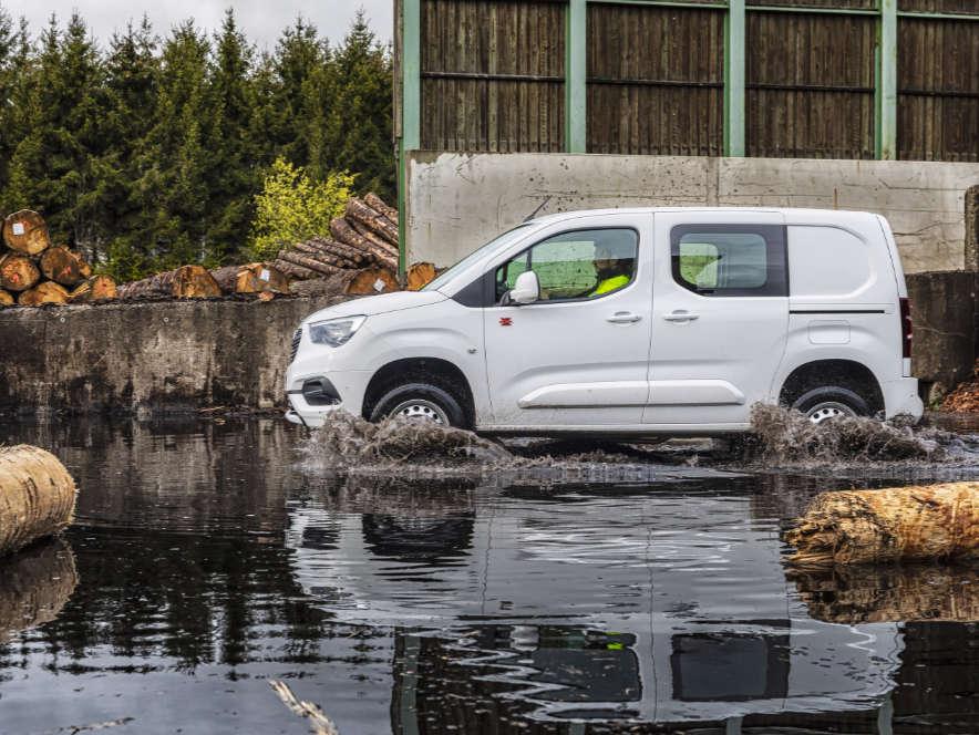 Фургон Opel Combo Cargo, вигляд збоку