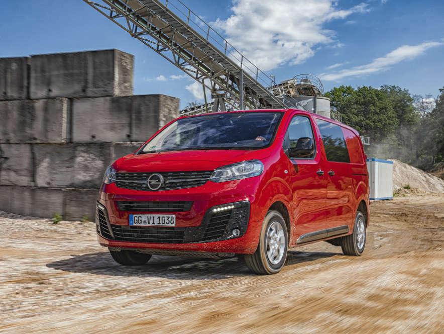 Фургон Opel Vivaro, вигляд спереду